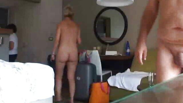 安娜想他妈的她的屁股。 最好的色情影片