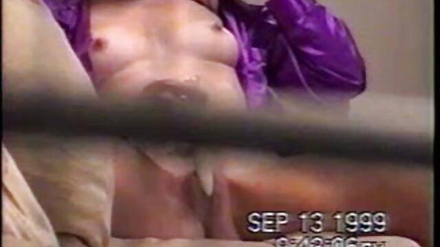 他旋转像一个小偷,因为他他的妻子,一个胖子 德西哥性别的视频