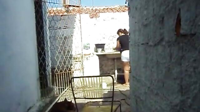 学生,教师在学校的浴室。 丛林性别的视频