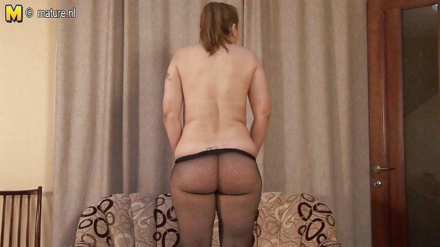 欧洲女孩异国情调的金色淋浴 德西色情视频